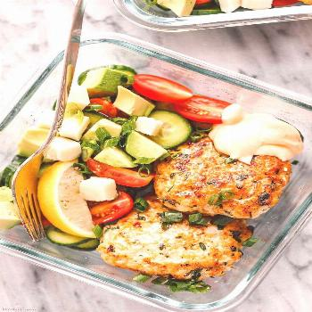 Garlic Herbs Chicken Patties Meal Prep with Healthy Salad Meal Prep Garlic Herbs Chicken Patties -